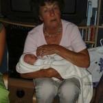 opa en oma_s en nichtje eva en overgroot oma op bezoek 12-08-2004