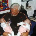 Samen bij opa en onder douche met papa 02-10-2004