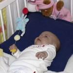 Kim en Isa hebben de rammelaar in hun wieg ontdekt 23-10-2004