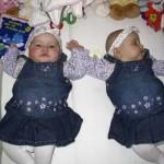 O wat zijn we mooi gekleed voor de foto 13-11-2004