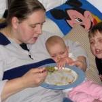effen het eten van papa en mama proberen 27-02-2005
