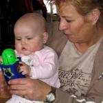 bij oma op schoot is het altijd feest 19-03-2005