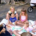 buurt kinderen voor op straat 22-06-2005