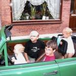 De meiden zijn weg van de Trabant Cabrio 20-06-2006