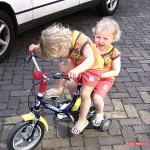 Samen op een grote fiets de wereld rond fietsen 14-04-2007