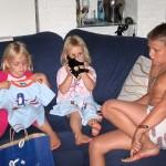 Kimberly en Isabelle krijgen kado van Bruce 27-08-2008