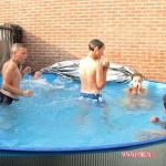Buurt kids in het zwembad 28-06-2009