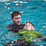 Bruce afzwemmend voor zijn 6e redings brevet 29-03-2010