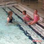 Voor het eerst zwemles voor Kimberly en Isabella 17-05-2010