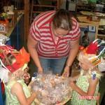 Filmpjes De verjaardag van Kim _ Isa op de Weizigtschool 07-2010