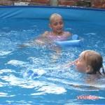 Filpmjes Zwembad Kim en Isa 07-2010