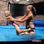 Filmpjes Het zwembad bij ons Mascha_ Wessel_Bruce_ Kimberly en Isabella 07-2010