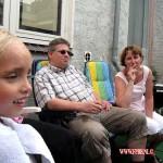Dirk en Jose op de BBQ kids in zwembad 13-07-2010