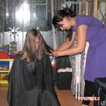 Eva knipt ons haar 23-07-2010