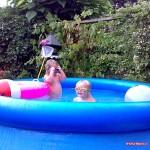 In het zwembad bij Levi en Eshter 16-08-2008