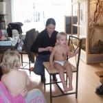 Voor de eerste keer worden de haren van Isabella en Kimberly geknipt 17-02-2007