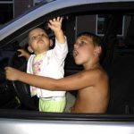 he we gaan zelf wel auto rijden 04-08-2005