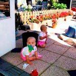 in de tuin bij oma 06-09-2005