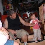 OOO wat doet papa nou op de verjaardag Kimberly en Isabella 11-08-2005